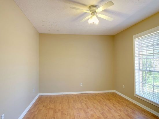 2005 Langford St, College Station, TX 77840