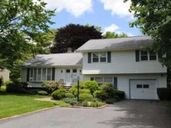39 Myles Standish Dr, Dartmouth, MA 02747