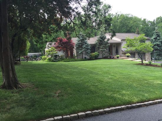 8 Squire Hill Rd, North Caldwell, NJ 07006