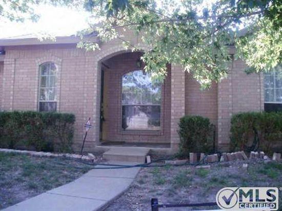 905 Crestwood Dr, Cedar Hill, TX 75104