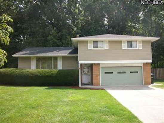 5647 Revere Dr, North Olmsted, OH 44070
