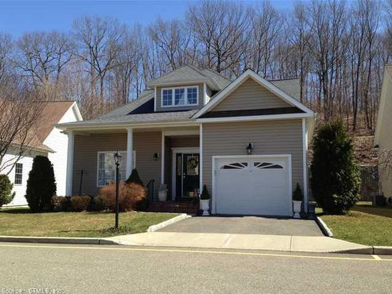 15 Fire Thorn Ln, Milford, CT 06461