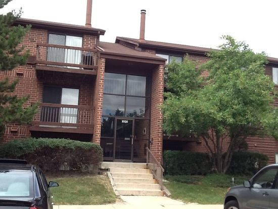 1920 Country Dr APT 302, Grayslake, IL 60030