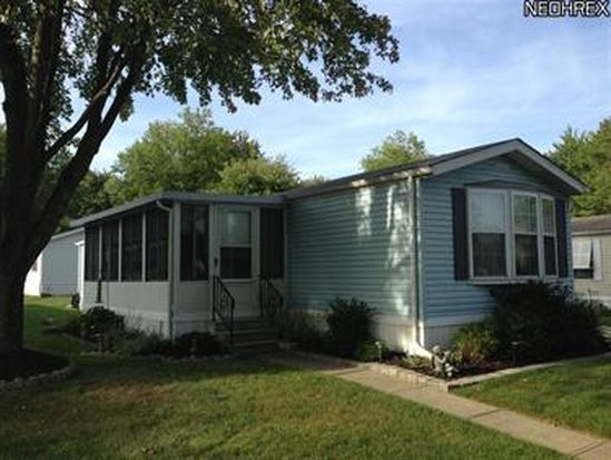 4 Carrie Ln, Olmsted Falls, OH 44138