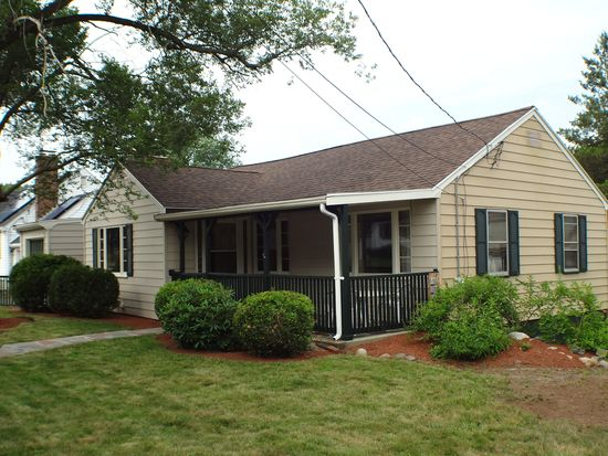 15 Girard Rd, Stoneham, MA 02180