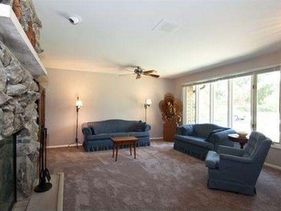28485 W Maple Ave, Barrington, IL 60010