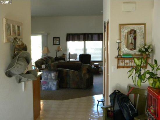 18150 Grey Ave, Sandy, OR 97055