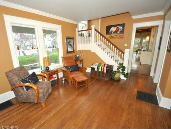 379 Bell St, Chagrin Falls, OH 44022