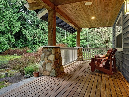8798 Sands Ave NE, Bainbridge Island, WA 98110
