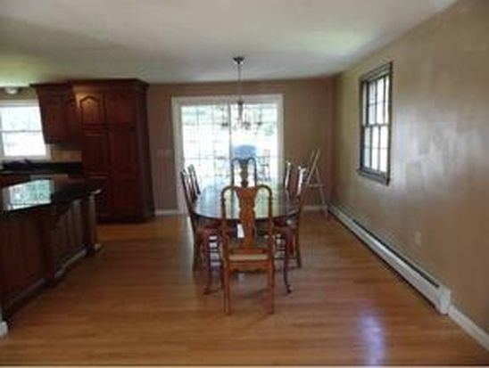 10 King George Dr, Londonderry, NH 03053