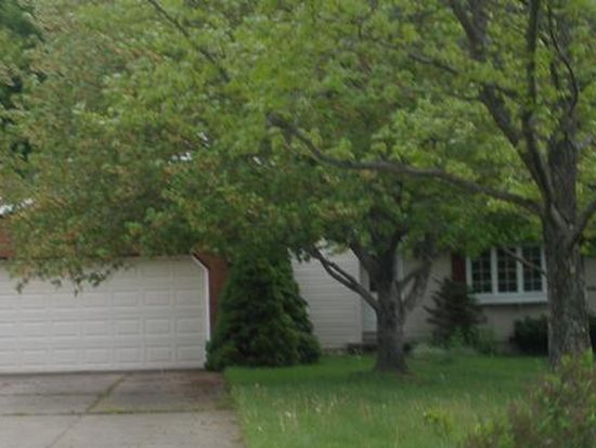 1636 Hawthorn St, Mogadore, OH 44260