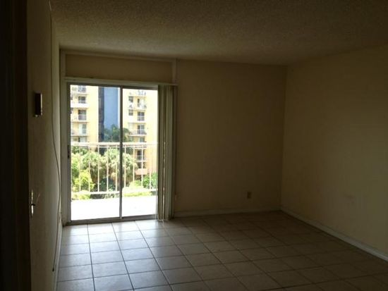 4550 NW 9th St APT 601, Miami, FL 33126