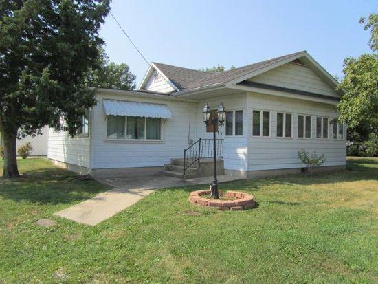 104 N 10th St, Altamont, IL 62411