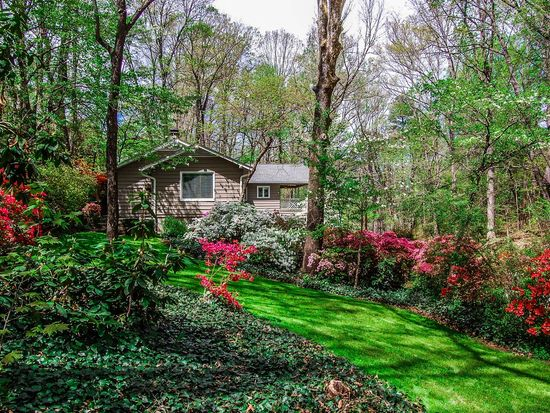 90 Berry St, Tryon, NC 28782