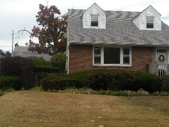 1649 W End Ave, New Hyde Park, NY 11040