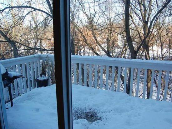 320 W Whispering Oaks Ln, Round Lake, IL 60073