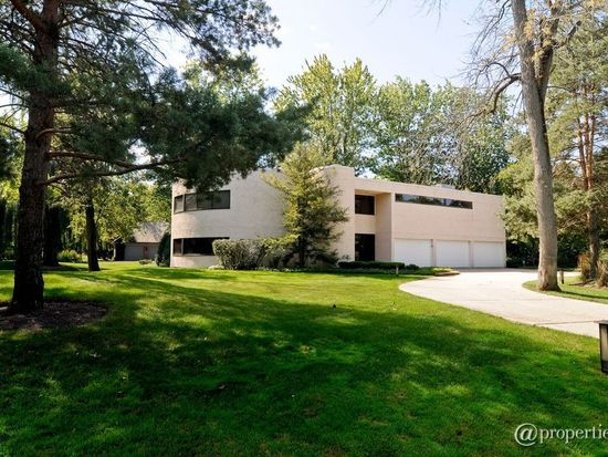 2455 W Course Dr, Riverwoods, IL 60015