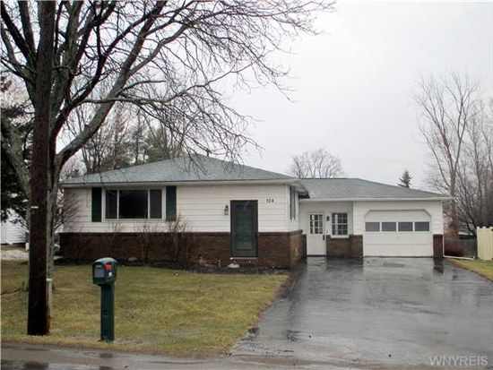 124 Beech Rd, East Aurora, NY 14052