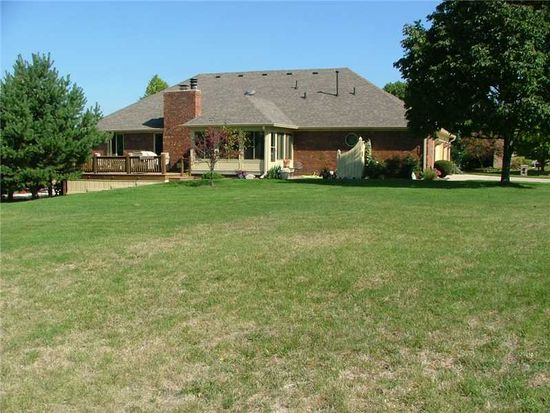 2412 Lake Crossing Dr, Greenwood, IN 46143