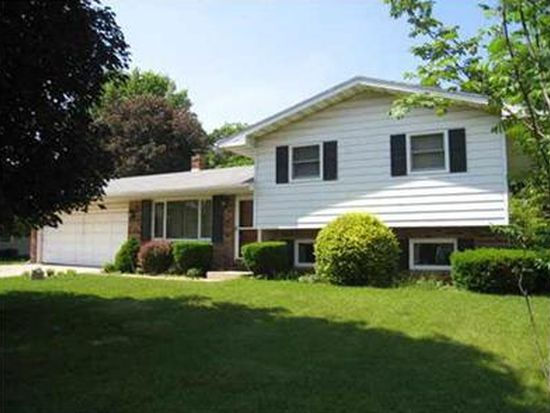21877 Shady Hollow Ln, South Bend, IN 46628