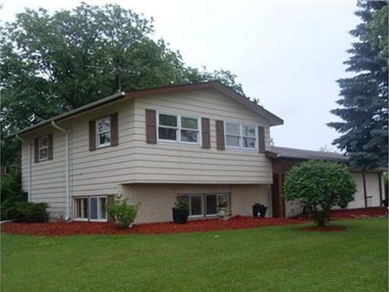 1045 Coventry Ln, Crystal Lake, IL 60014