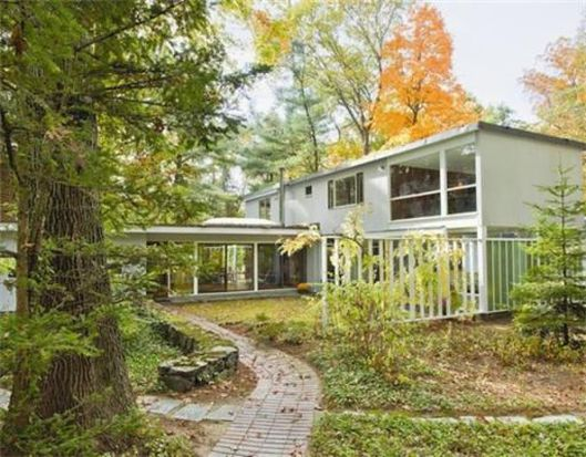 34 Moon Hill Rd, Lexington, MA 02421