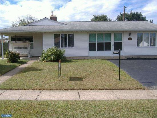 274 Pinewood Dr, Levittown, PA 19054