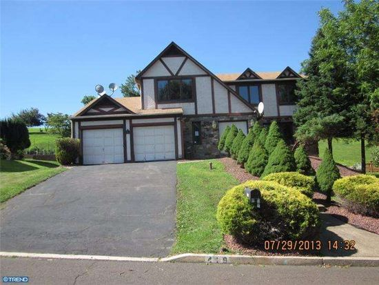 419 Fox Hollow Dr, Langhorne, PA 19053