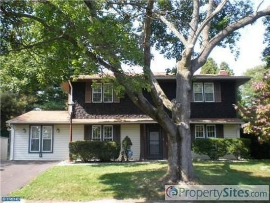 49 Towns Rd, Levittown, PA 19056