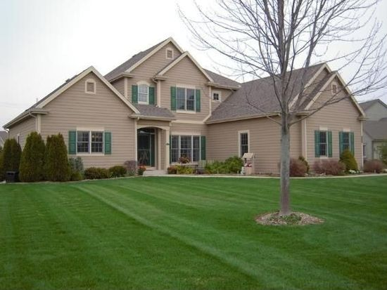 903 Woods Dr, Hartland, WI 53029