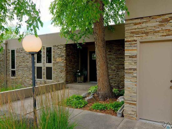 1720 E Edgewood Rd, Sioux Falls, SD 57103