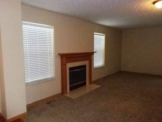 4072 Walnut Crossing Dr, Groveport, OH 43125