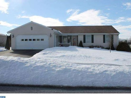 9 Central Dr, Newmanstown, PA 17073