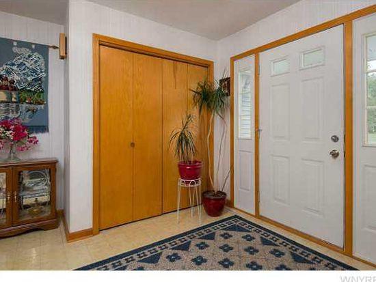 7012 Hidden Oak Dr, Lockport, NY 14094