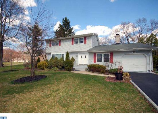 16 Beechcroft Dr, East Windsor, NJ 08520