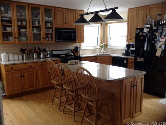 220 S Anguilla Rd, Pawcatuck, CT 06379