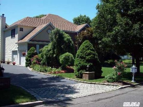 4 Janet Ct, Miller Place, NY 11764