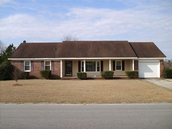 7806 Adrian Dr, Fayetteville, NC 28314