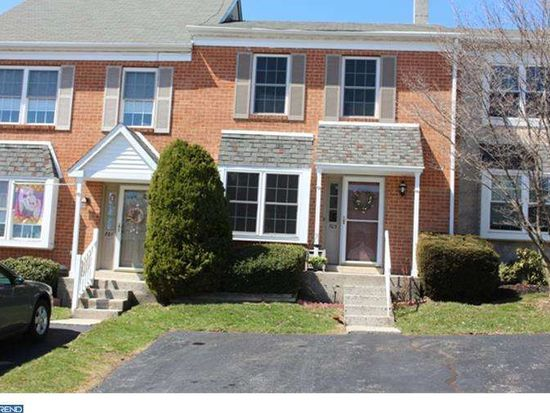 703 Sandalwood Ln, Norristown, PA 19403