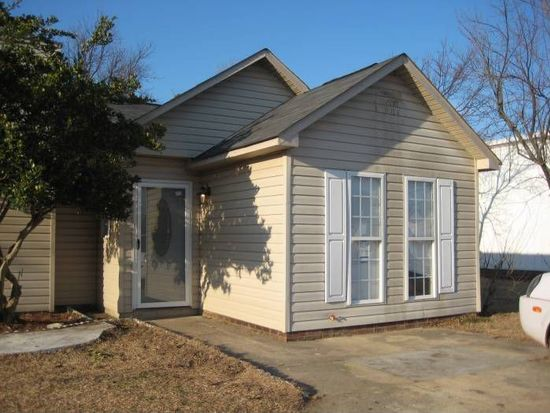 6488 People St, Fayetteville, NC 28304