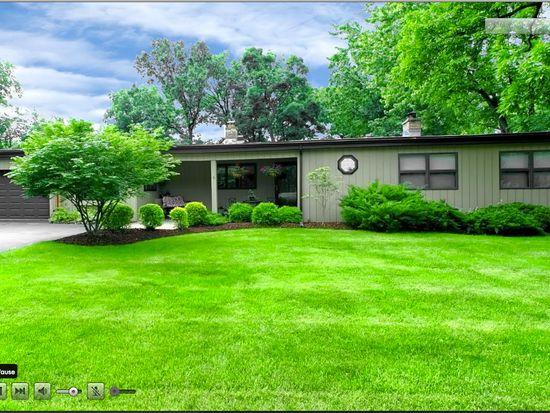 7 Woodridge Dr, Oak Brook, IL 60523