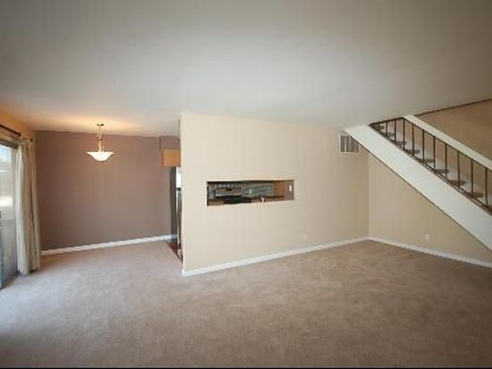 1880 Carnation Ct UNIT B, Aurora, IL 60506