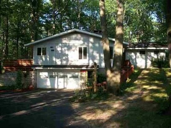 942 Nakoma Dr, Traverse City, MI 49686