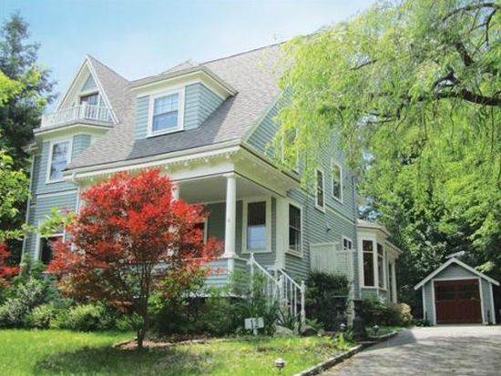 12 Glen Rd, Wellesley, MA 02481