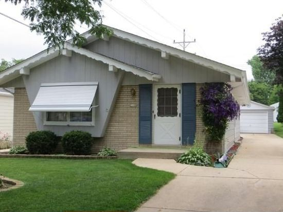 2108 N 114th St, Wauwatosa, WI 53226