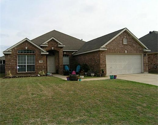 1215 Maple Terrace Dr, Mansfield, TX 76063