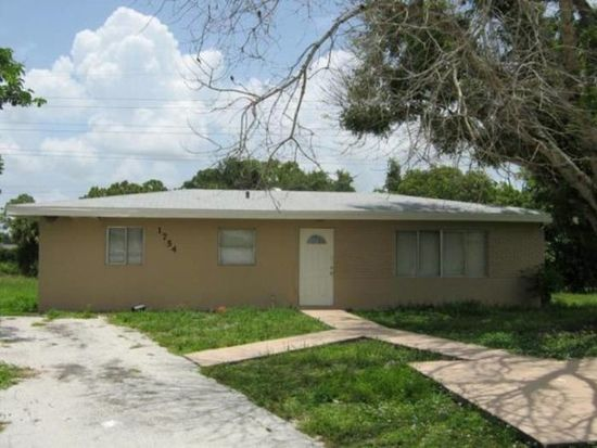 1754 N Markley Ct, Fort Myers, FL 33916