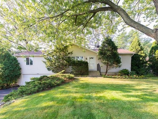 1603 Janet St, Downers Grove, IL 60515