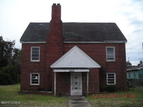 1211 Avery St, Morehead City, NC 28557