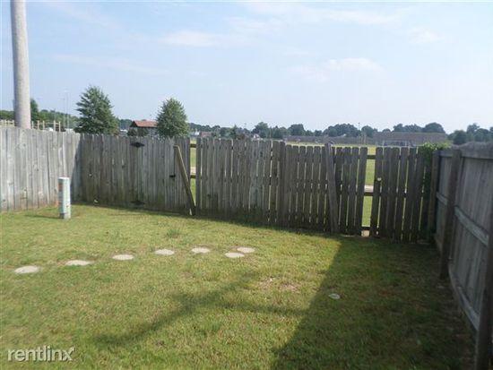 7745 Shadowland Dr, Memphis, TN 38125